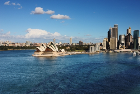 sydney harbour: A Skyline View of Sydney showing the Sydney Opera House and skyscrapers