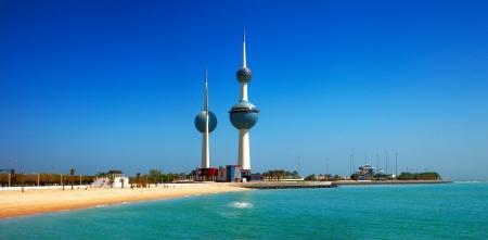Estas estructuras arquitectónicas hermosas son iconos del horizonte de la ciudad de Kuwait Editorial