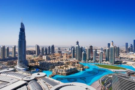 the emirates: Downtown Dubai es un lugar popular para ir de compras y hacer turismo, especialmente la fuente de imagen tomada mayo 2010