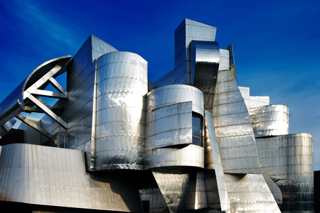 Weisman Art Museum is located on the University of Minnesota campus in Minneapolis, USA, designed by architect Frank Gehry, was completed in 1993