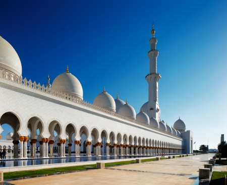 Area of the Sheikh Zayed Grand Mosque, Abu Dhabi, UAE is 22,412 square meters  The 4 minarets are 107 meters high and 82 domes of varying heights   The 4 minarets are 107 meters high Stock Photo