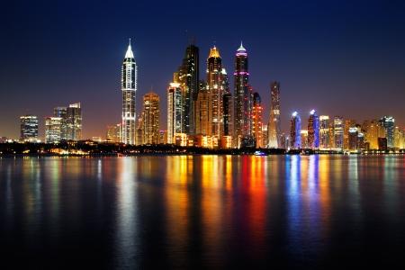 ドバイ ・ マリーナ, アラブ首長国連邦パームジュメイラ、このスカイライン ビューから見た夕暮れ時に、単純に壮観