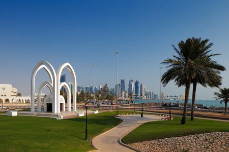 commonplace: Doha, Qatar parchi ricreativi sono comuni lungo la Corniche nella capitale