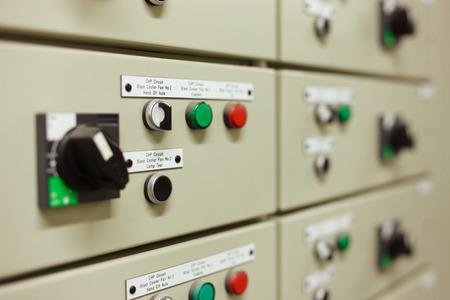 Sophisticated elektrische schakelaar versnelling is strak vormgegeven in panelen in de machinekamer