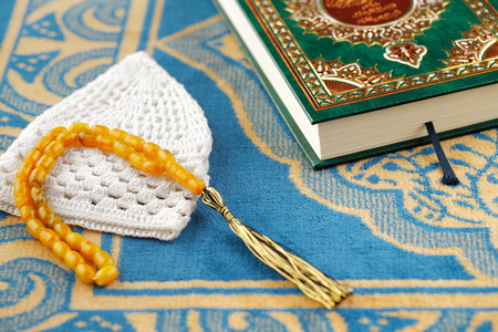 muslim prayer: The Masbaha is also known as Tasbih is a string of prayer beads which is traditionally used by Muslims along with the Quran Stock Photo