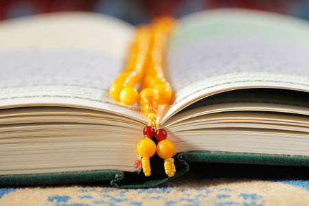 muslim pray: The Masbaha is also known as Tasbih is a string of prayer beads which is traditionally used by Muslims along with the Quran Stock Photo