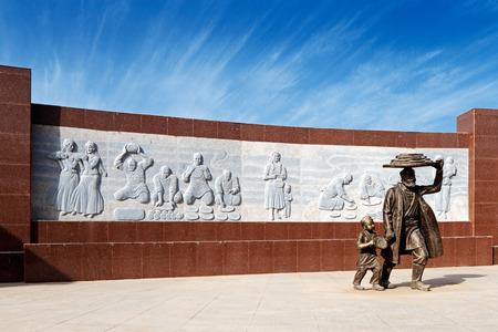 xinjiang: Une sculpture moderne pour célébrer la cuisson dans l'ancienne ville de Kashgar, Chine (connue en chinois Kashi). Il est le foyer de la tribu autonome ouïghoure.