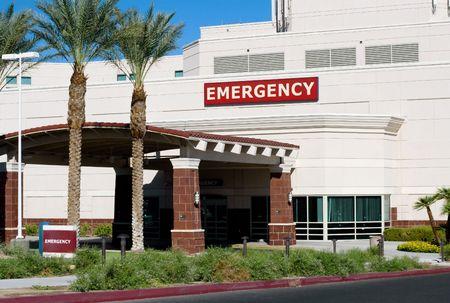 emergency room: Entrance of a hospital emergency room