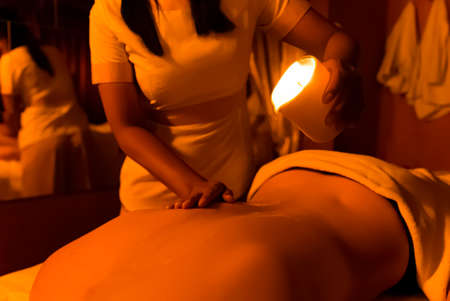 Balinese massage of the back, feet and hands with hot stones, essential oils and lotions. It relaxes and brings relief. It improves blood circulation. Imagens