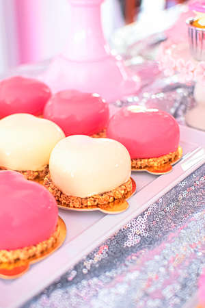 Mousse dessert with a shiny colored glaze on a crispy praline. French cuisine. Gourmet dessert. Perfect for any occasion, incl. birthday party. Zdjęcie Seryjne