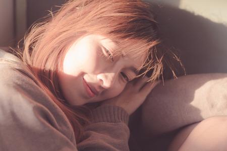 feel feeling: Young woman sitting in the sun