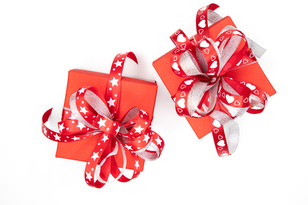 Beautiful red gift boxes with red and white ribbons Banque d'images - 113898679
