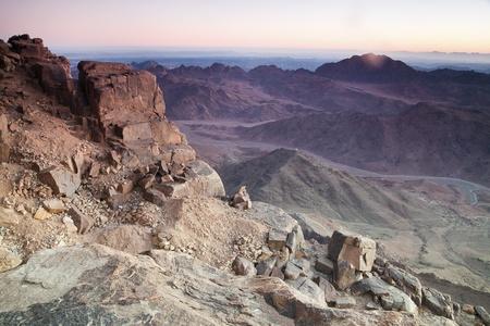 monte sinai: Amanecer en las monta�as del Sina� - vista desde el Monte de Mois�s Foto de archivo