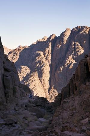 monte sinai: Los turistas o secundarios luz y la oscuridad de las Montañas del Sinaí