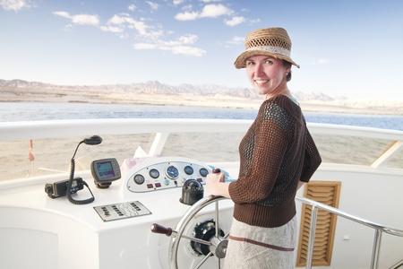 timon de barco: Direcci�n de un barco en el Parque Nacional, el Sina�, Egipto