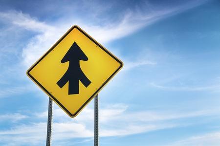 transformed: Transformado carretera signo como s�mbolo del trabajo en equipo