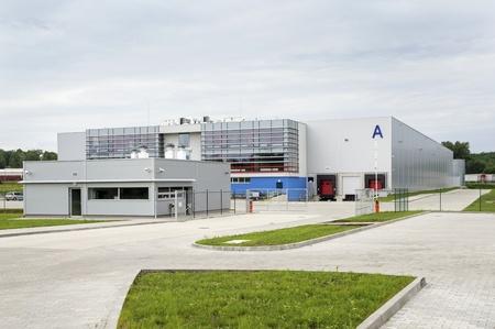 モダンな空、ブランドの新しい、巨大な倉庫