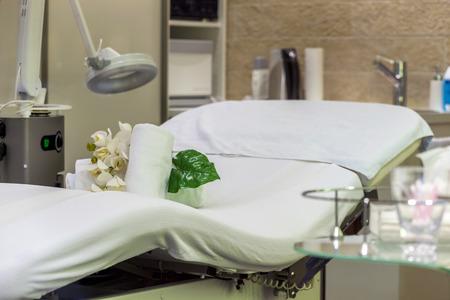 invitando: Invitando cama de masaje en SPA Resort