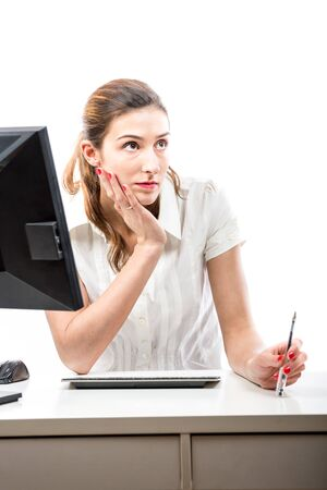 b�roangestellte: Denken B�roangestellte an ihrem Schreibtisch Lizenzfreie Bilder