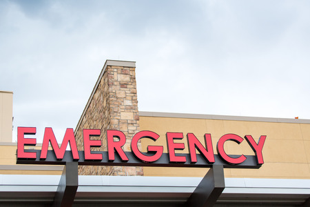 Emergency sign leading to a hospital.
