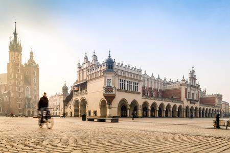 medievales: Centro medieval de la ciudad de Cracovia, Polonia, Europa Editorial