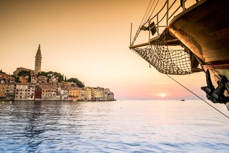 美しい夏の地、クロアチア、ヨーロッパとしてロヴィニ