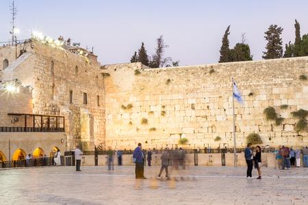 People approaching the Western Wall i Jerusalem, Israel, Middle east 免版税图像