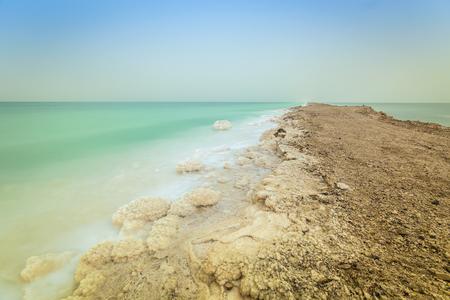 evaporacion: Dead Sea Banco - movimiento de tierra se hace para minimizar la evaporaci�n. Foto de archivo
