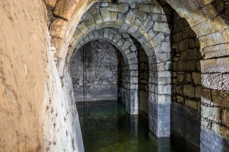 aljibe: cisterna subterránea romano en Bethesda piscina, Jerusalén, Israel Editorial