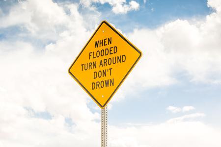 ahogarse: Cuando inundado dar la vuelta, no se ahogan - La se�al de tr�fico