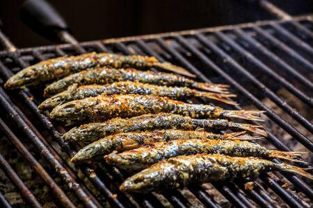 sardinas: sardinas recién asadas a la parrilla, Portugal Foto de archivo