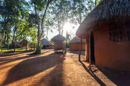 Cabane traditionnelle et tribale du peuple kenyain, Nairobi Banque d'images - 68919104