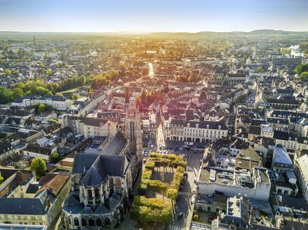 魅力的な街の空撮というコンピエーニュ、フランスのオー ・ ド ・ フランス 写真素材