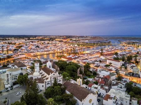 Gilao 강, Algarve, 포르투갈에 의하여 Tavira의 무어 역사적인 도시