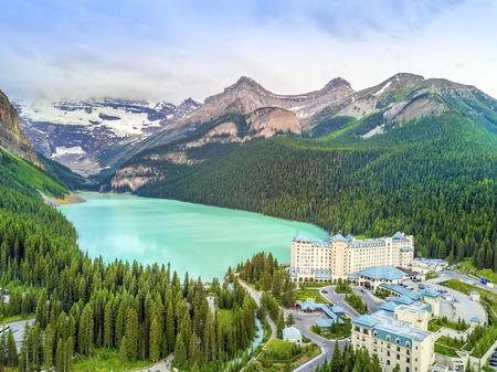 Turkoois Louise Lake in Rockies-Bergen, het Nationale Park van Banff, Alberta, Canada