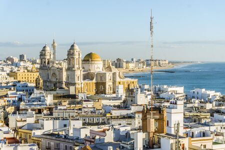 Cityscape with famous Cathedral of Cadiz, Cadiz, Andalusia, Spain 版權商用圖片
