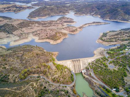Alqueva Dam on Guadiana river in hilly Alentejo, Portugal 版權商用圖片 - 100455794