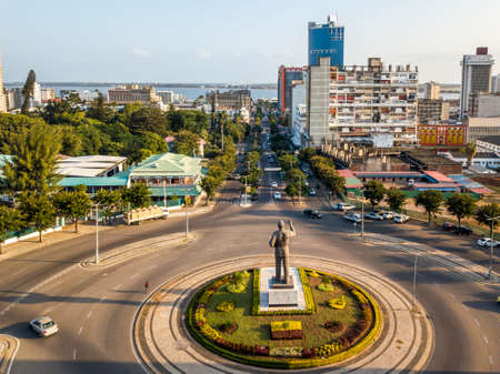 Maputo, Mozambique - May 22, 2019: Samora Machel statue on Independence Square with the view of city downtown Redactioneel