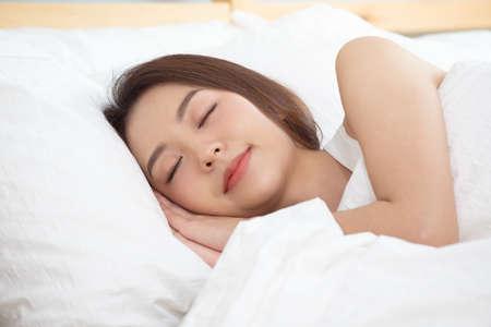 Asian women sleeping and sweet dream on white bed in bedroom. Standard-Bild