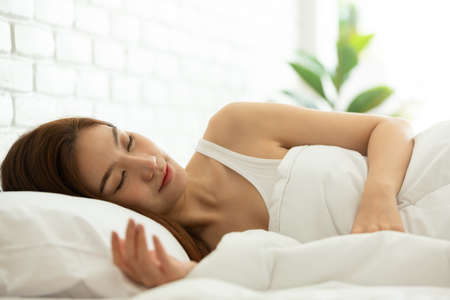 Asian women sleeping and sweet dream on white bed in bedroom Banque d'images
