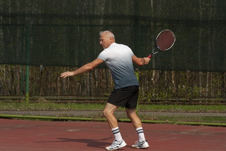 Man playing tennis on the outdoor court
