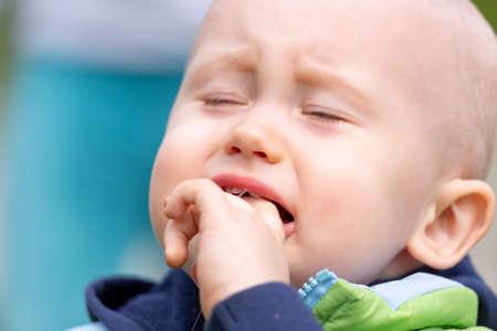 Portrait of a sobbing child who is teething Zdjęcie Seryjne