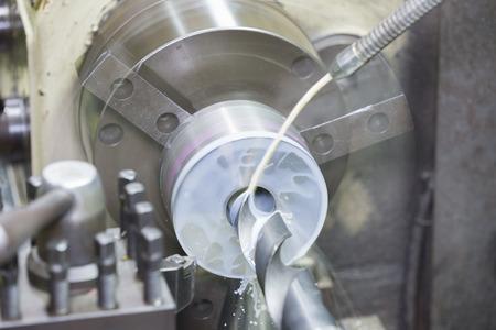 Bohr- und Drehformteil durch Drehen und Drehmaschine Standard-Bild - 41261830