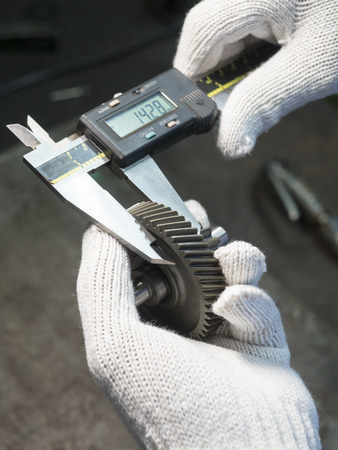 vernier caliper: Operator inspection automotive steel gear by vernier caliper