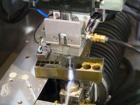 CNC draad gesneden machine snijden hoge precisie vormdelen