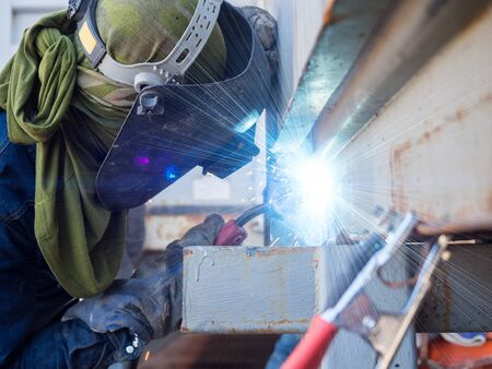 mag: Operator welding machine structure by MIG welding