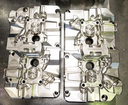 hoge precisie matrijs en matrijzenbouw voor automobiel en aero ruimte, hoog nauwkeurigheids scherp deel voor het gieten van vorm van matrijzenafgietsel en lage drukafgietsel, het eindigen het machinaal bewerken van vorm en matrijs Stockfoto