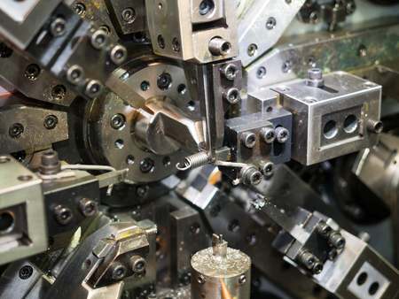 CNC コイル sporing 機械、精密部品、高精度、高速、自動制御、高い生産性を作る 写真素材