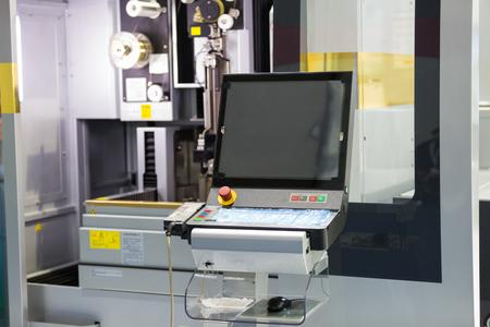 CNC 와이어 커팅 머신, 고정밀 금형 부품 절단, 방전에 의한 금속 절단, 정밀 제조를위한 첨단 기술 와이어 커팅 머신