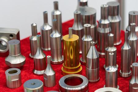高精度機械加工と金型と金型工業用アルミ スチール鉄とプラスチック工業、高品質の鋳造プロセスの一部を加工用外装パーツ